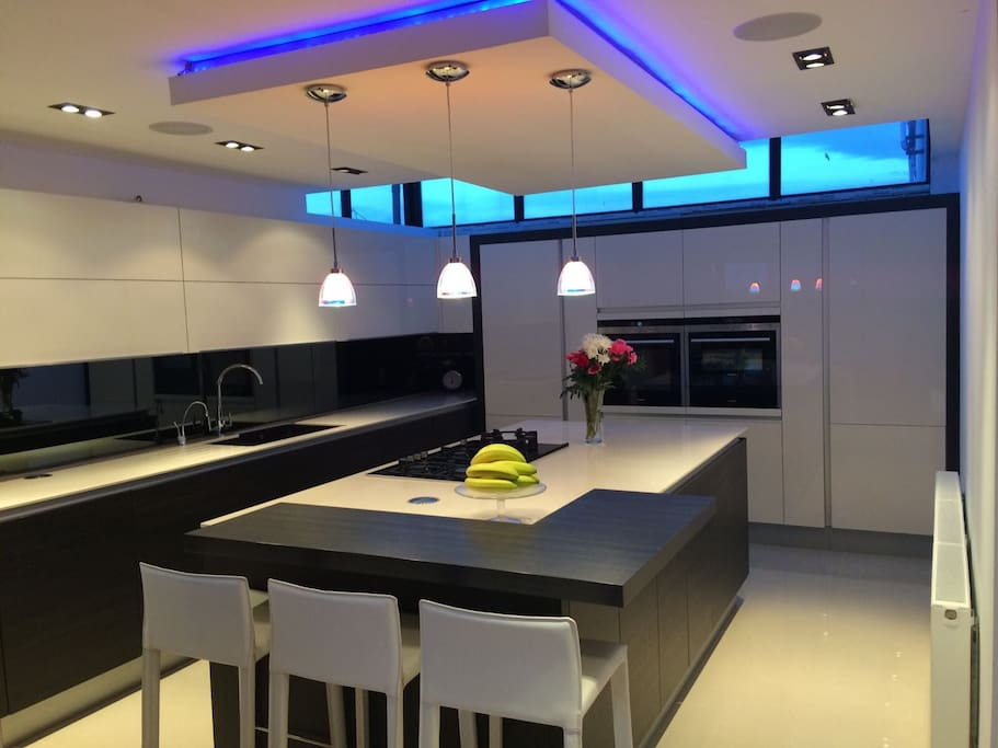 Open plan fully fitted high end kitchen.