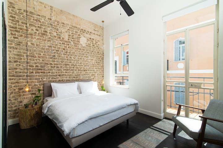 Oliver 2 - Double Room w/balcony near Rothschild