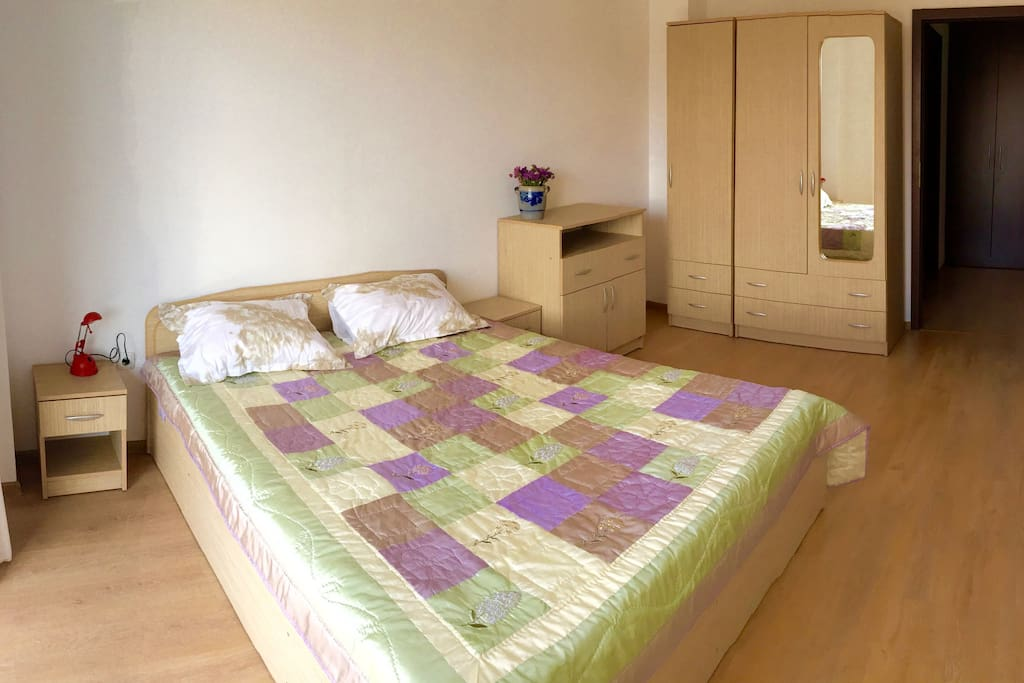 Bedroom with double bed and access to balcony