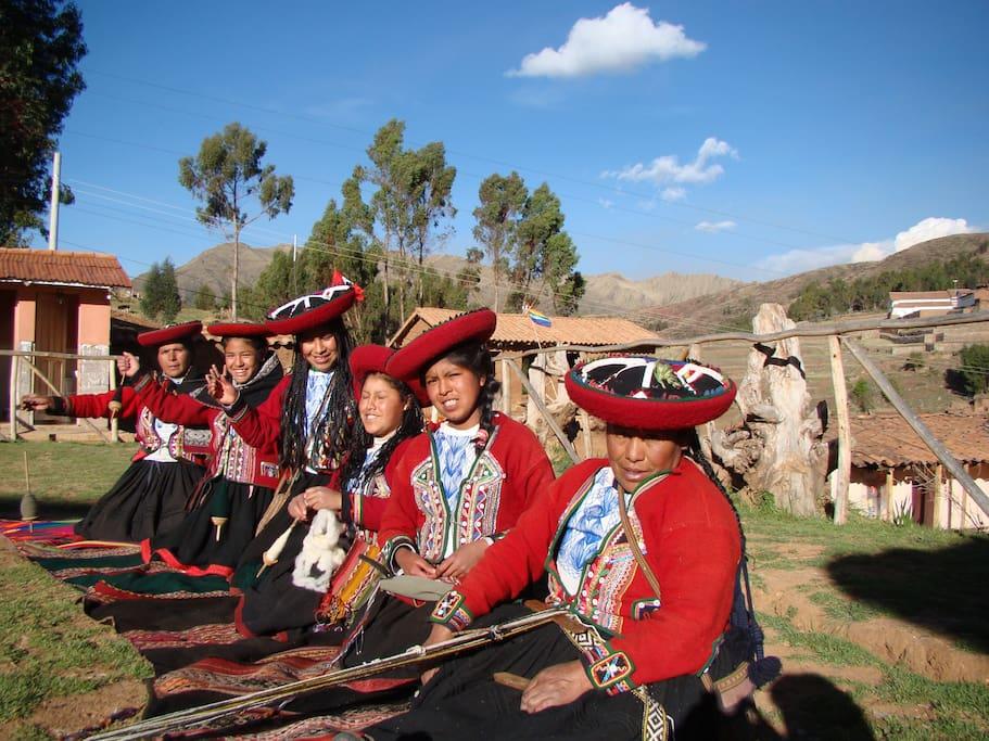 Chinchero Homestay & Inca Textiles Chinchero, Av. Querapata MZ . V Lt: No 7 , contactos: reservasincadiscoverytours@gmail.com  Cel: 959287106