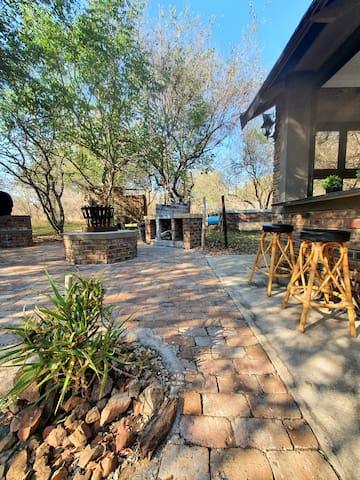 Doringpoort: Apiesdoring, next to Kruger Parking