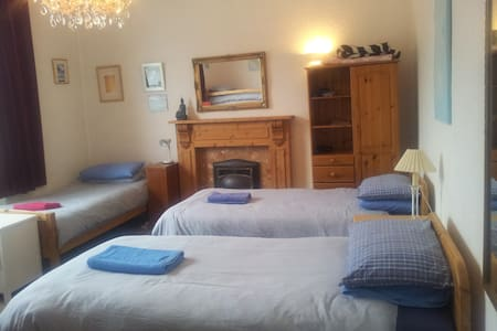 Seaside Village 5 Bed Family Room Vegetarian B&B - Bed & Breakfast
