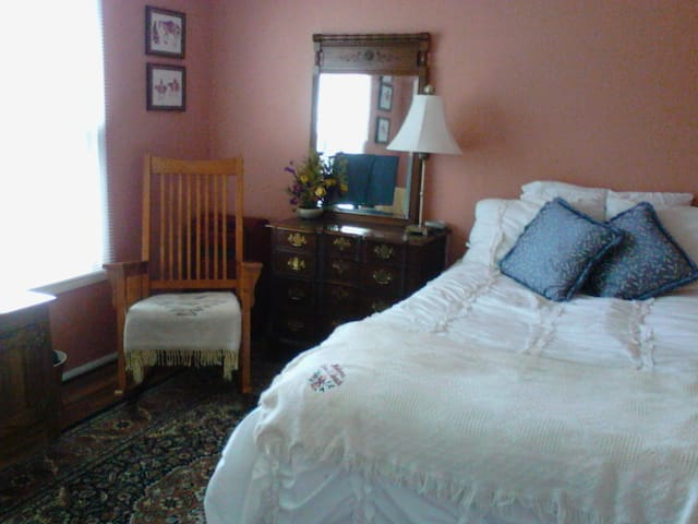 Vernon Hills Guest Suite