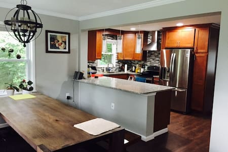 Escape to the woods,15min from D.C. - Lorton - House