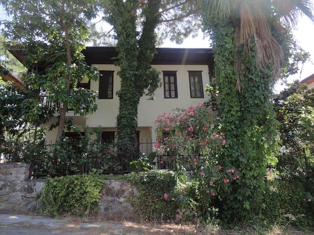 VILLA ÇİÇEK - Ula - Villa
