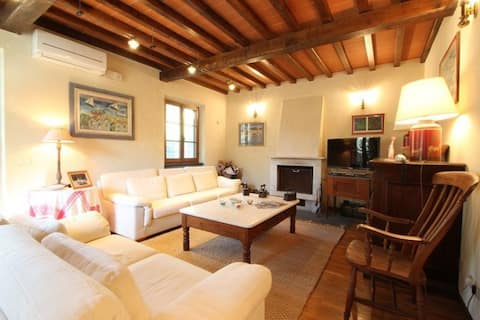 Castorino - Quality house, 5 People, Wifi, A/C, SAT, Private Garden, 10min from Sea