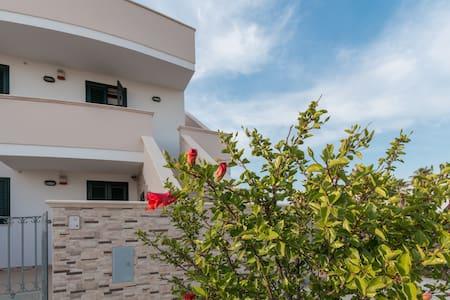 LUGLIO A TORRE SAN GIOVANNI DA 350€ - Torre San Giovanni - Apartamento