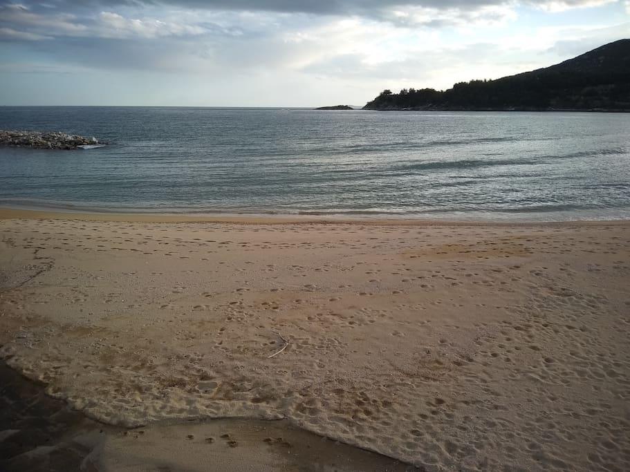 Kalamitsa sand beach