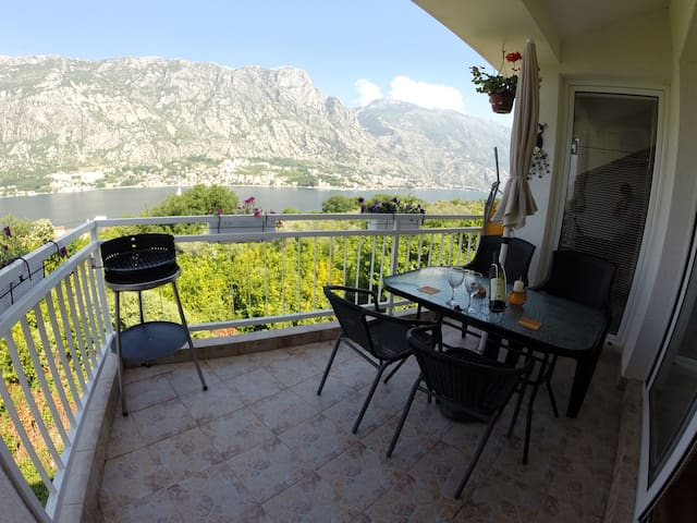 Penthouse Apartment over Kotor bay - Prčanj - Pis