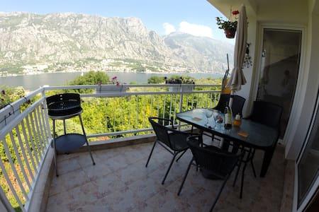 Penthouse Apartment over Kotor bay - Prčanj - Apartment