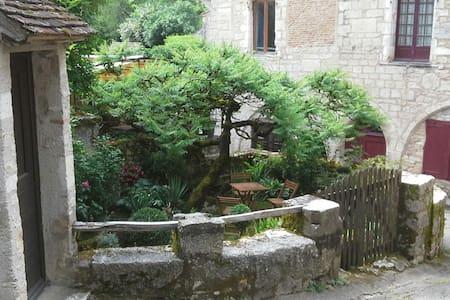 Location de charme village médiéval - Saint-Cirq-Lapopie - Ev