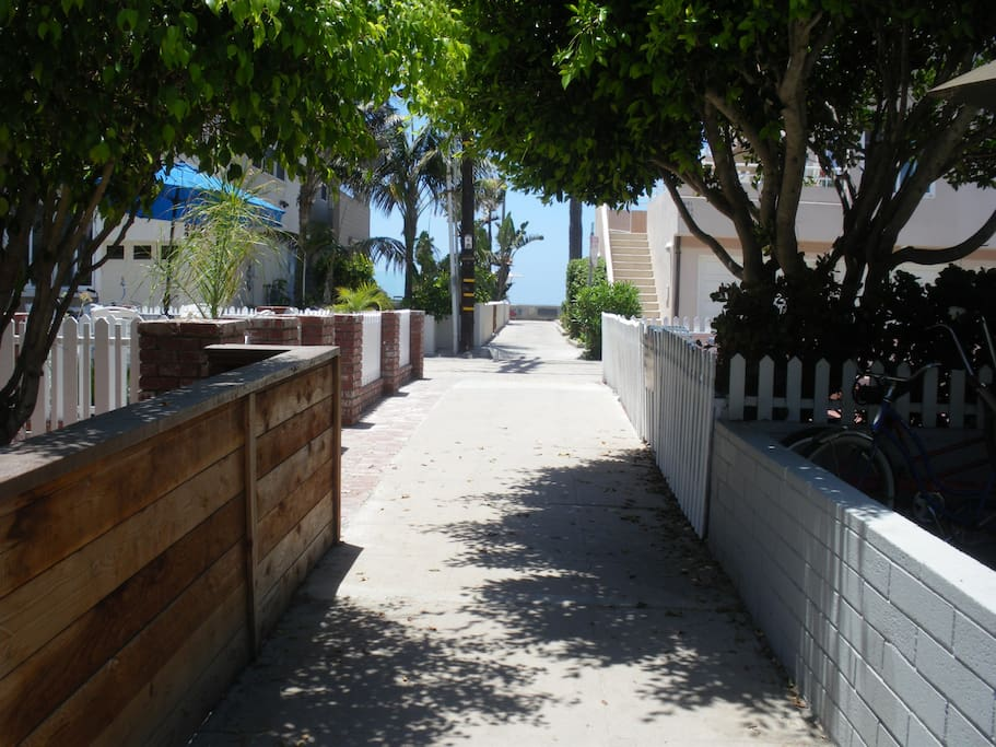 Court that leads to the beach