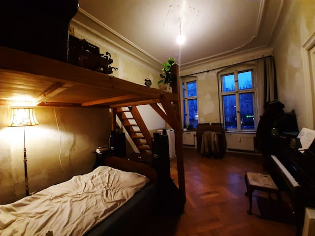 Hi Friedrichshain! Beautiful room in shared flat