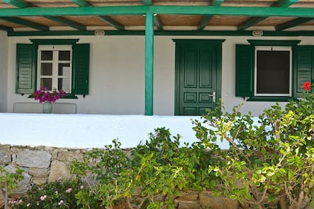 Charming house on private beach - Míkonos