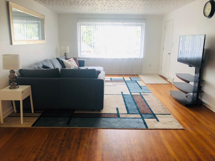 Lovely Sunny Spacious Two-Bedroom APT near UD