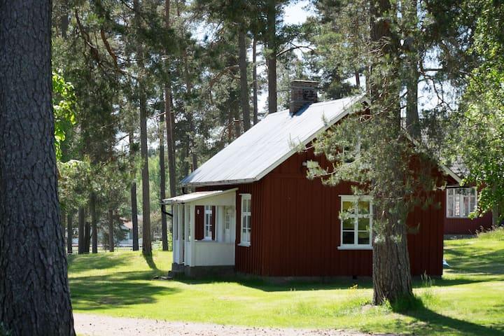 Liten stuga centralt i Nysäter