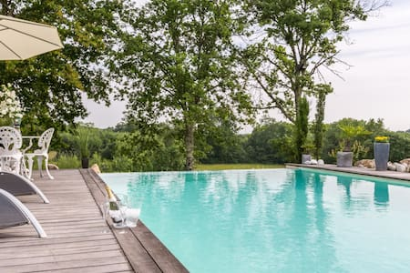 Soand House Pétrus - Villegouge - Bed & Breakfast