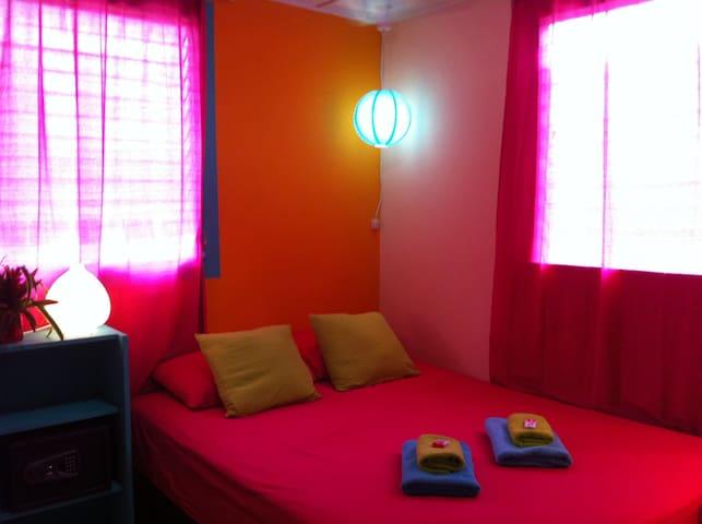 Chalet Tio Juan's comfi double room - Bocas del Toro Province - Huis