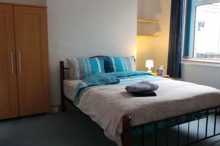 Your home from home, Double Room (The Blue Room) - Swansea