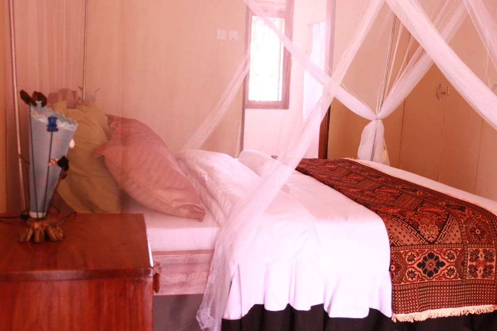 Double deluxe room with balcony chambres d 39 h tes louer entebbe municipality r gion - Chambre d hote ruoms ...