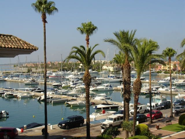 STUNNING 2 BEDROOM APARTMENT IN PUERTO SOTOGRANDE - San Roque - Lyxvåning