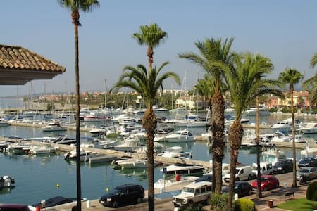 STUNNING 2 BEDROOM APARTMENT IN PUERTO SOTOGRANDE - San Roque - Selveierleilighet