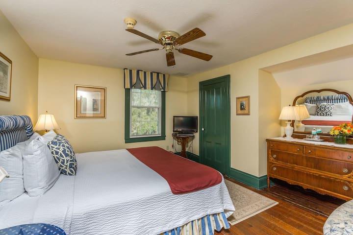 Spencer House Inn Bed & Breakfast - Room 300
