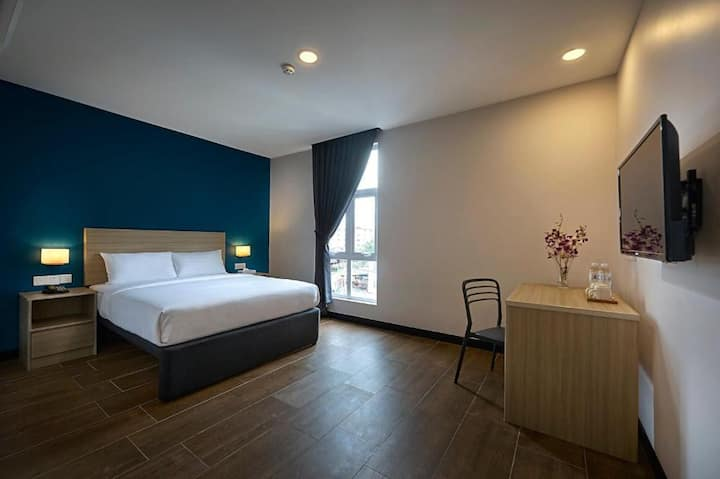 Clean Premier Queen Room at Zone Hotels