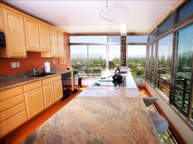 Sunny luxury Penthouse Downtown - Reno - Condominio