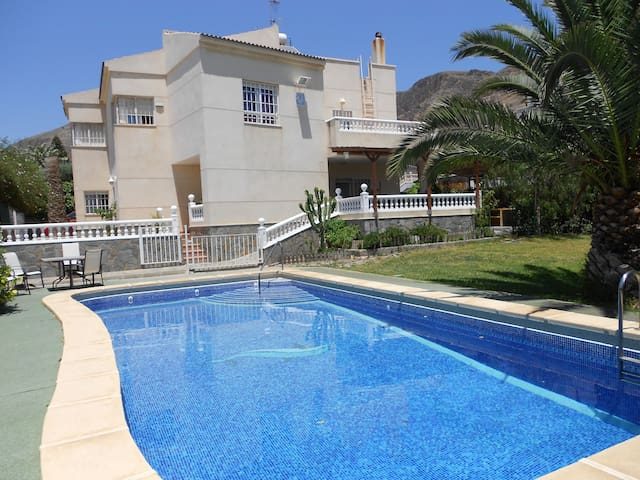 Chalet with swimming pool and garde - Roquetas de Mar