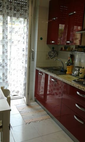 Stanza in trilocale a Novara - Novara - Appartamento
