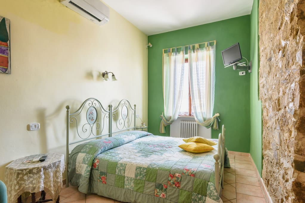 La camera verde apartments for rent in toscana it - Terrazzino con finestra ...