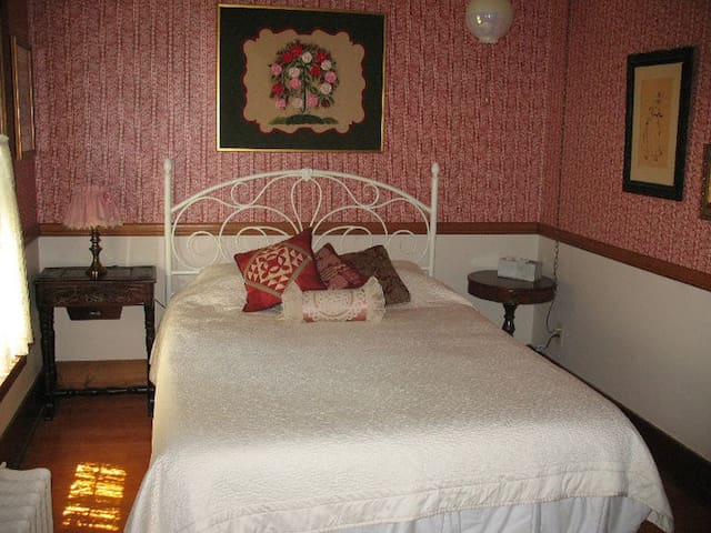 Master Quilter Room in Belmond IA - Belmond - Pousada