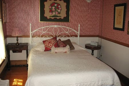 Master Quilter Room in Belmond IA - Belmond - Bed & Breakfast