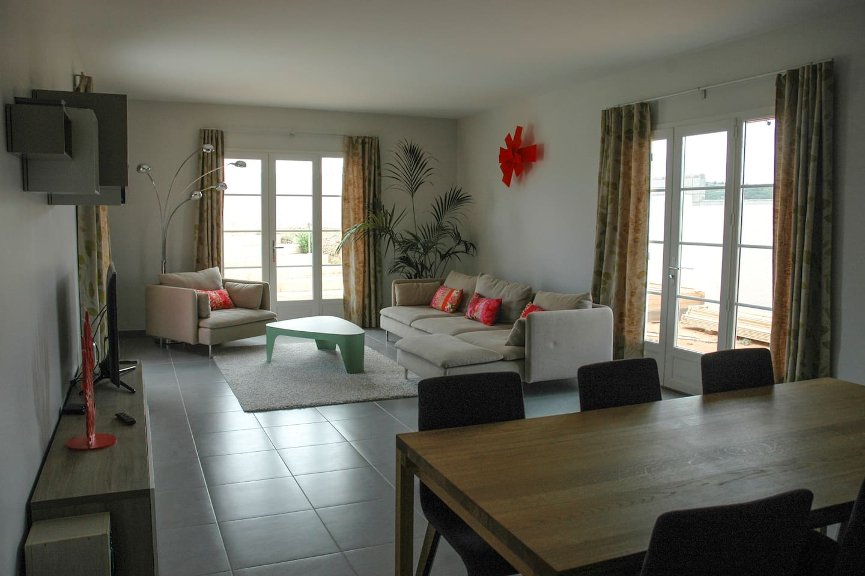 Grand salon/salle à manger, avec TV, HIfi, Wifi