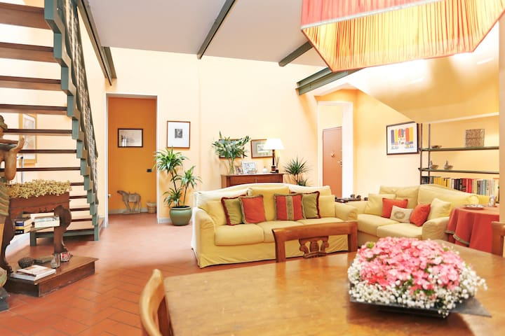 In the Mood for Lucca,with impressive mezzanine. - Lucca - Apartmen