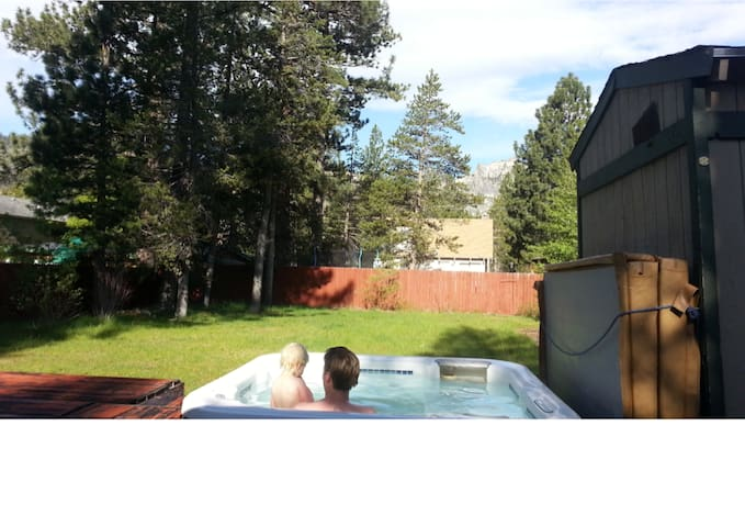 Hot tub w view, big gated yard, 3BD - South Lake Tahoe - House