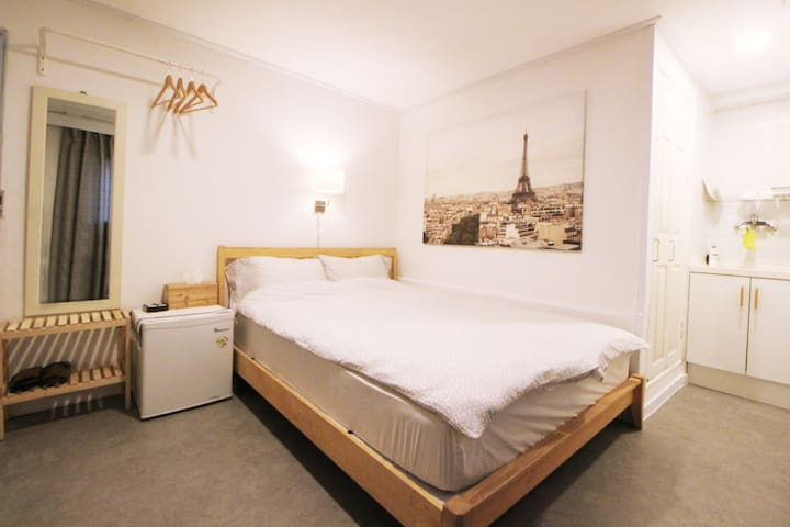 *Hongdae-Seoul Mansion*Double Room