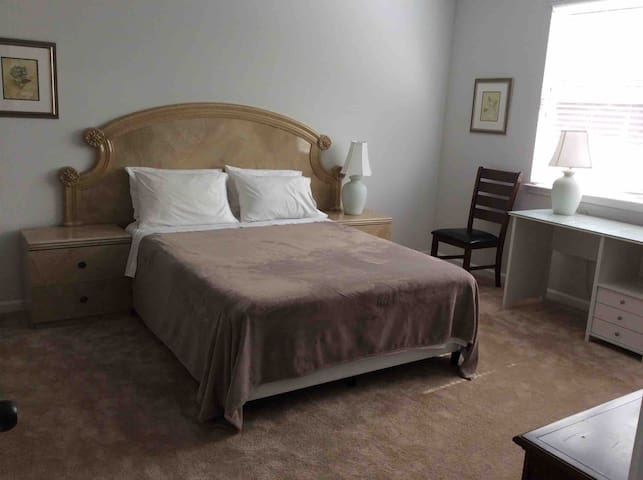 Private room close to the Stone Mountain Park.