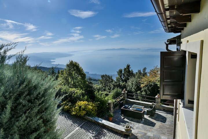 Pelion - Waterfall Retreat Estate with pool