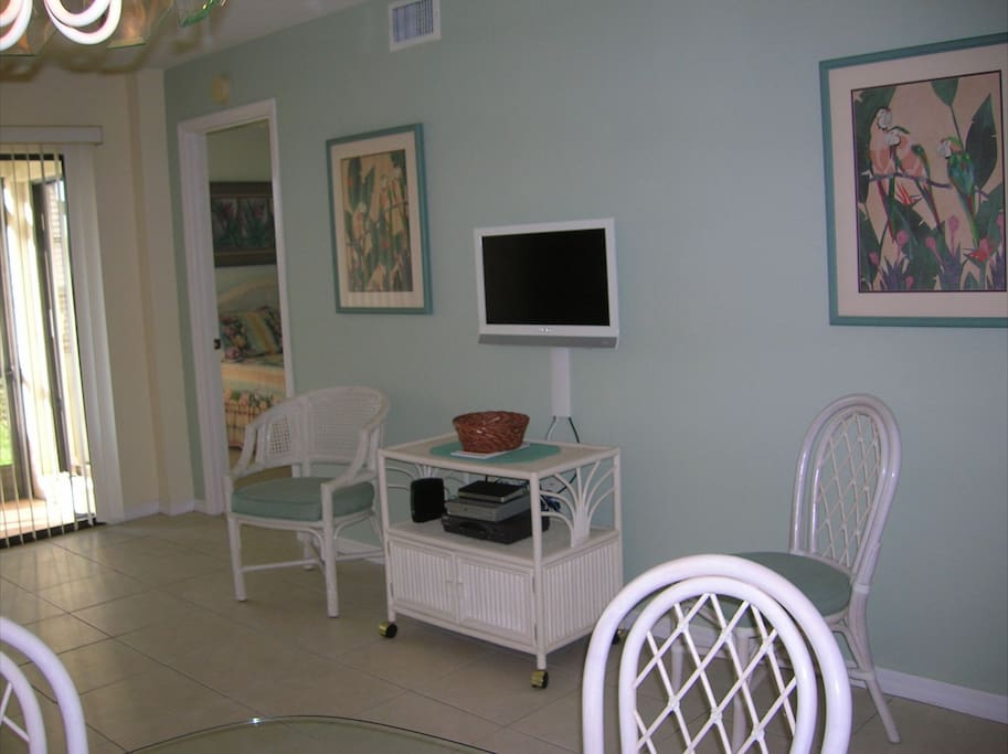 Living room with TV and basic cable