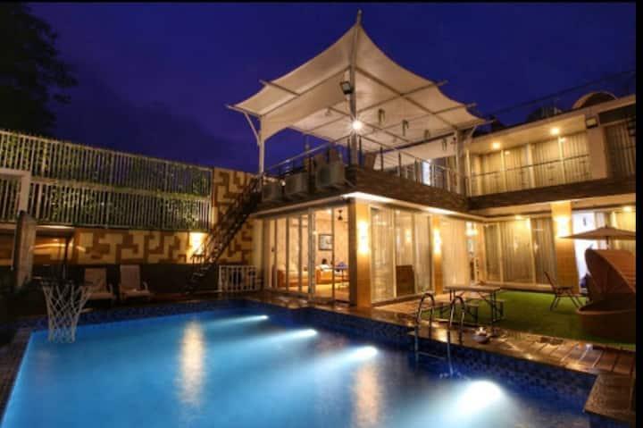 One-8 Premium Villa