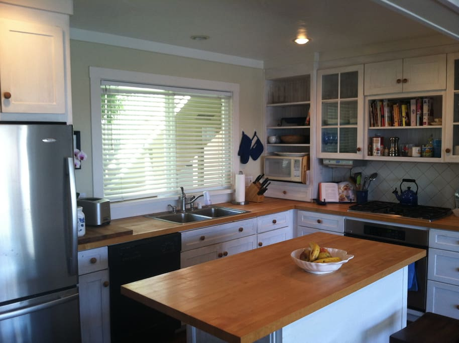 Open plan kitchen is ideal for relaxing and entertaining.
