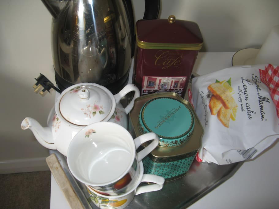 Illy Coffee, Fortnum & Mason Darjeeling Tea for early mornings.
