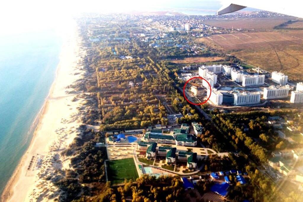 Вид с высоты птичьего полета - ведь правда рядом с морем))