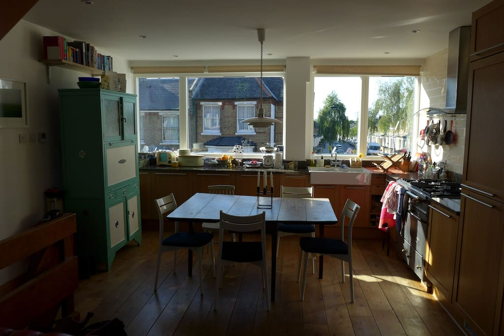 Kitchen - you can see the London Eye & Big Ben from the sink!