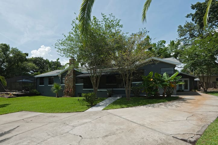 Private Riverfront Guest House at Isla de Dij - Tampa - Konukevi