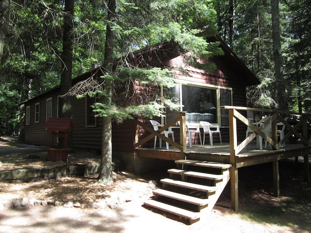 Spacious Cabin near the Lake - Eagle River