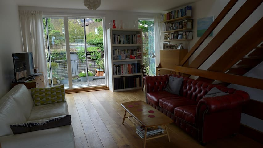 Modern townhouse with great light - London - Rumah