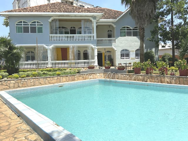 Big en-suite room with Pool in the Heart of Kigali